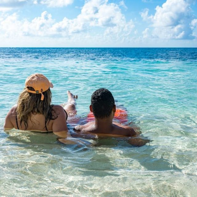 Glovers Reef Belize - Relax in the Caribbean