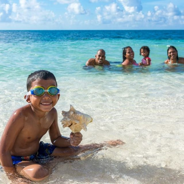 Glovers Reef Belize - Happy Family