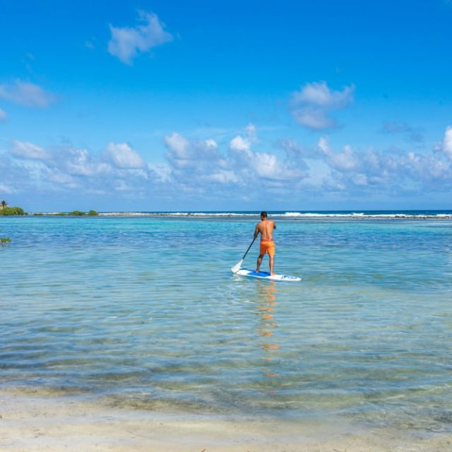 Glovers Reef Belize - Paddlboard around the island