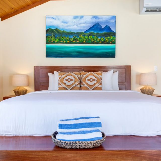 Manta Island Resort Cabana - Plush King Bed