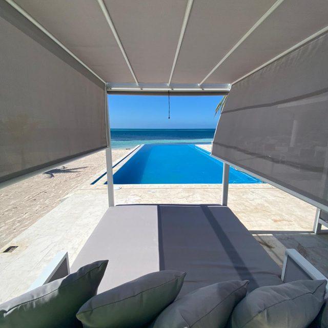 Manta Island Resort - Beach Bed