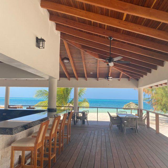 Manta Island - Bar Area