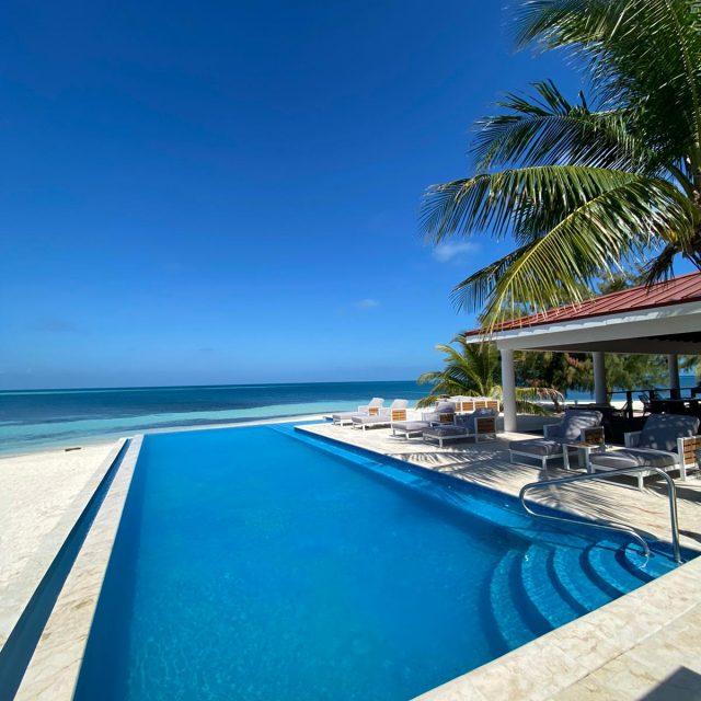 Manta Island Resort - Pool overlooking the Caribbean