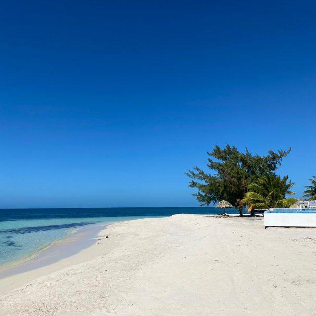 Manta Island Resort - Beach