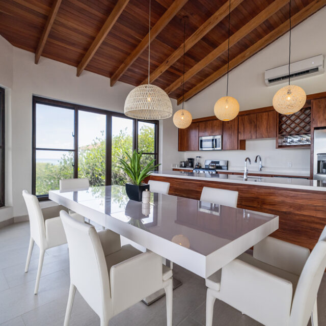 Belize All Inclusive Family Villa - Kitchen and Dining Room