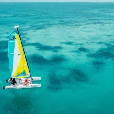 Sailing the reef at Manta, Belize