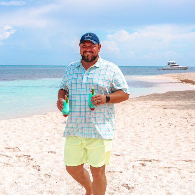 Grab a Drink at Manta, Belize